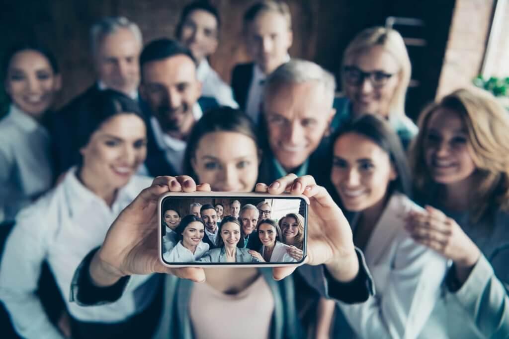 entreprise-selfie-téléphone-portable
